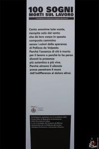 Milano, Manichini monchi in piazza Duomo il Comune ricorda i mor